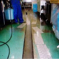 排水溝洗浄中